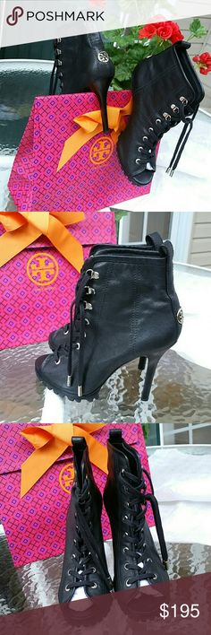 bc3b229c14a6 Shop Women s Tory Burch Black Silver size 8 Shoes at a discounted price at  Poshmark.