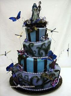 Halloween Wedding cake via http://the-bride.hubpages.com/hub/Halloween-Wedding#