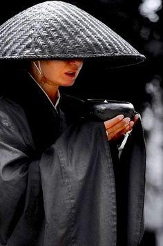In Love with Japan Japanese Monk, Japanese Art, We Are The World, People Around The World, Yukata, Soto Zen, Art Asiatique, Buddha Zen, Art Japonais