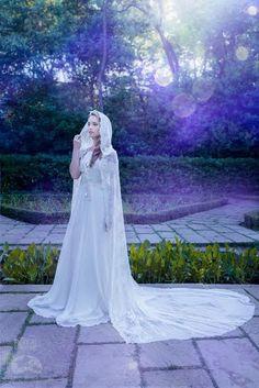 White bridal cloak white ivory lace vintage cape por CostureroReal