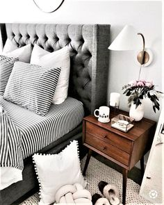 master bedroom style. love these pillows