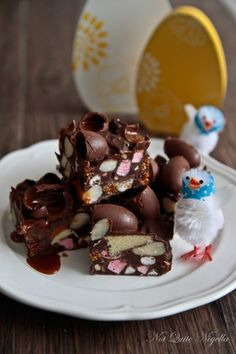Salted Caramel Easter Egg Rocky Road @ Not Quite Nigella Dried Berries, Dried Cranberries, Shortbread Biscuits, Homemade Sweets, Rocky Road, Baking Tins, Nigella, Easter Treats, Easter Recipes