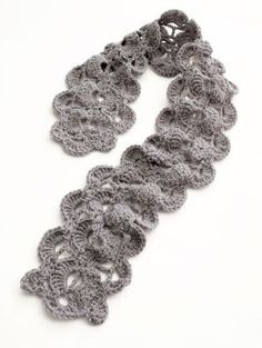 Free pattern: crochet scallop scarf..