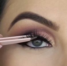 Use This Advice To Stop Wasting Time On Skin Care That Doesn't Work - Health Beauty Fashion Tips Sexy Eye Makeup, Makeup Eye Looks, Glamour Makeup, Eye Makeup Steps, Eye Makeup Art, Beautiful Eye Makeup, Skin Makeup, Eyeshadow Makeup, Nyx Lipstick