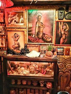 Shramek Art's Kapu Kai with a country theme Tiki Man, Tiki Tiki, Tiki Decor, Tiki Lounge, Vintage Tiki, Tiki Party, Tiki Room, Hula Girl, Carving Designs