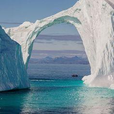 Ponte di ghiaccio - Fotografia di Lorraine Minns
