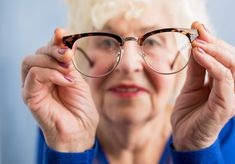 Eye health tips for older people - nhs Bone Health, Health Diet, Health Care, Smoothies, Health Is Wealth Quotes, Calcium Supplements, Bone Diseases, Natural Cancer Cures, Smoothie