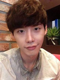 Lee Jong Suk - selca | allkpop