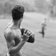 Find a guy that can do both: play football and make sweet songs with his guitar … - American Football American Football Nfl, Football Boys, Football Memes, Alabama Football, College Football, Archie Andrews Aesthetic, Cheerleaders, Riverdale Aesthetic, Aesthetic Boy