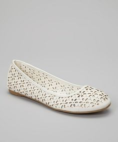 If I were into flats, this White Cutout Flora Flat by Mixx Shuz would be perfect! Luv that it has laser cut flower perfs .#zulilyfinds