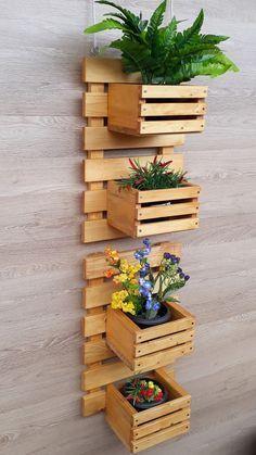 Pallet Furniture Designs, Diy Garden Furniture, Home Decor Furniture, Diy Home Decor, House Plants Decor, Plant Decor, Diy Pallet Wall, Pallet Wood, Small Balcony Decor