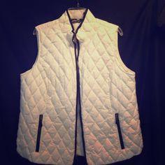 Goose down Eddie Bauer leather trim vest.. Cute cream color star burst pattern goose down.. Eddie Bauer Jackets & Coats Vests