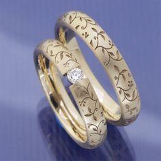 Schmale ausgefallene Eheringe aus 585 Apricotgold