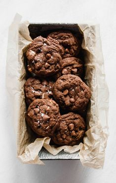 These soft and chewy Double Chocolate Salted Caramel Cookies are the perfect mix of salty and sweet! For a little extra sweetness, drizzle some melted caramel over top of your cookies! Chocolate Salted Caramel Cookies Recipe, Chocolate Desserts, Chocolate Chip Cookies, Chocolate Tarts, Salted Caramels, Chocolate Chocolate, Baking Recipes, Cookie Recipes, Dessert Recipes
