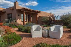 Dele a su diseño de jardines cierta textura bam con guijarros, granito, piedras de río y otros materiales permeables
