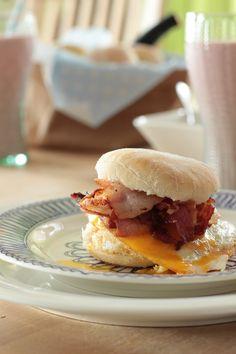 Herkulliset Englantilaiset muffinsit maistuvat vaikkapa aamupalalla taikka brunssilla. Miksei myös illan pikkunälkään.