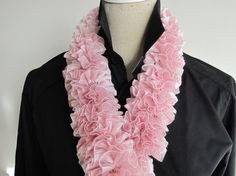 On Sale disc 50 Ruffle Scarf Light Pink Knitted by MinnieCreation, €19.32
