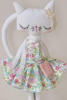 ❤︎ cat doll by nooshka - on etsy Cat Crafts, Sewing Crafts, Doll Patterns, Sewing Patterns, Fabric Animals, Fabric Toys, Paper Toys, Cat Doll, Sewing Dolls
