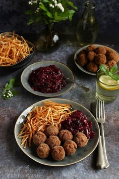 ...konyhán innen - kerten túl...: Fűszeres húsgolyó gyümölcsös lilahagyma lekvárral Spaghetti, Ethnic Recipes, Food, Essen, Meals, Yemek, Noodle, Eten