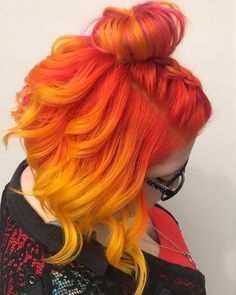 Para when cacheadas at the crespas, dormir sem desmanchar the cachos parece até um Yellow Hair, Green Hair, Red Orange Hair, Ombre Blond, Red Blonde, Pelo Multicolor, Sunset Hair, Fire Hair, Red Hair Color