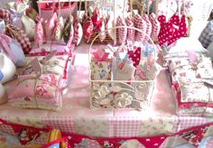 craft fair secrets - how to make a great craft fair displays - many other helpful links found here too Fall Craft Fairs, Craft Show Ideas, Fall Crafts, Crafts To Make, Diy Crafts, Craft Fair Ideas To Sell, Craft Fair Displays, Craft Stall Display, Display Ideas