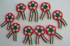 Kokárda Activity Sheets, Rakhi, Beaded Jewelry, Projects To Try, Christmas Ornaments, Beads, Holiday Decor, Pendant, Crafts