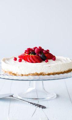 Juustokakku – perusohje ja 3 herkullista versiota | Meillä kotona Cafe House, Joko, Let Them Eat Cake, Cheesecake, Goodies, Food And Drink, Cheesecake Cake, Sweet Like Candy, Treats