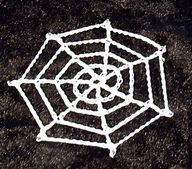 Crochet spider web - the perfect halloween trim - decorate your halloween costume and pin on some creepy spiders Crochet Applique Patterns Free, Halloween Crochet Patterns, Crochet Stitches, Free Pattern, Knitting Patterns, Crochet Appliques, Crochet Fall, Holiday Crochet, Easy Crochet