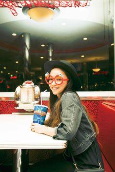 安室奈美恵、オフショット満載のフォトブック『GIFT』発売決定!ライブ映像がDLできるダウンロードカードも – 音楽WEBメディア M-ON! MUSIC(エムオンミュージック) Prity Girl, Anime Songs, Girl Crushes, Photo Book, Cool Girl, Mirrored Sunglasses, Female, Gallery, Womens Fashion