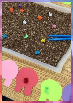 Tails Color Sorting Help the pigs on the farm find their tails in the mud! Simple fine motor color matching activityHelp the pigs on the farm find their tails in the mud! Farm Animals Preschool, Preschool Themes, Preschool Crafts, Circle Time Ideas For Preschool, Farm Animal Crafts, Farm Activities, Animal Activities, Preschool Activities, 3 Little Pigs Activities