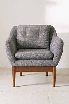 Mid-century modern chair with plush linen cushions. Sturdy wooden frame for a durable addition to any living space. Apartment Furniture, Living Furniture, Home Furniture, Furniture Design, Urban Cottage, Office Chair Without Wheels, Sofa Shop, Minimal Decor, Vintage Chairs
