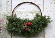 Suvikumpu: HAVUSYDÄN JA -KRANSSI - ohje Wreaths, Christmas Stuff, Crafts, Home Decor, Nature, Christmas Things, Manualidades, Door Wreaths, Deco Mesh Wreaths