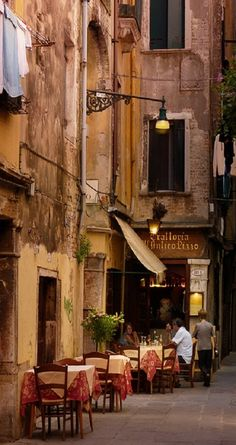 Lunch anyone? rawluxury: bluepueblo: Sidewalk Cafe, Venice, Italy photo via ensphere Toscana, Siena, Bologna, Oh The Places You'll Go, Places To Travel, Beautiful World, Beautiful Places, Beautiful Dream, Beautiful Pictures