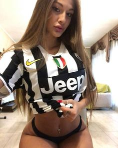 32 Smokin Hot Reasons Why You Should Support Italian Football League Giants Juventus Italian Football League, Hot Football Fans, Football Girls, Girls Soccer, Soccer Fans, Sporty Girls, Italian Women, Most Beautiful Women, Bikini Girls
