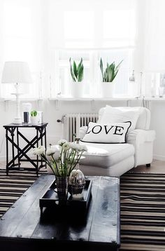 Black & white living room- I love how 'clean' it looks