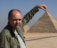 My new favorite show (An Idiot Abroad) & anti-hero (Karl Pilkington). Can't remember the last time I laughed so hard. and since it's a series. on a regular basis :-) Karl Pilkington, Rick Y, Music Tv, Man Humor, Favorite Tv Shows, Favorite Things, The Funny, I Laughed, Haha
