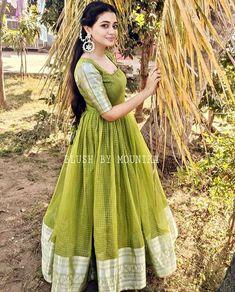 Designer Anarkali Dresses, Designer Party Wear Dresses, Kurti Designs Party Wear, Indian Designer Outfits, Kids Party Wear Dresses, Long Dress Design, Girls Frock Design, Stylish Dress Designs, Stylish Dresses