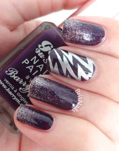 Lightning glitter nails.