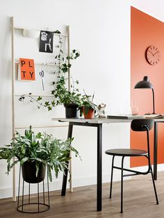 Pinja Rouger styled an office with Tikkurila Color Now Growth color palette. Pinja Rouger (Pinjacolada-blogi) sisusti työtilan Tikkurilan Color Now Growth -väripaletin kirkkailla sävyillä.