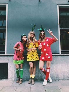 All fruits Karneval DIY Pineapple Erdbeere Wassermelone Kostüm Tutti frutti Karneval DIY Ananas Erdbeere Wassermelone Kostüm, Halloween Mono, Cute Group Halloween Costumes, Halloween Party, Halloween Outfits, Halloween Ideas, Tutti Frutti, Three Person Halloween Costumes, Two Person Costumes, Carnaval Diy