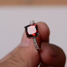 Supply Jewelry top Selling Shops Gift for Teachers Day Modern Stacking Ring Nice Gemstone Round Faceted Garnet Rings Solid Silver Red Garnet Nice Gemstone Ring
