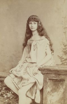 antique-royals: A young french actress Cleo de Merode Belle Epoque, Vintage Pictures, Vintage Images, La Fille Gibson, Document Iconographique, Cleopatra, Muse, Old Photography, Gibson Girl