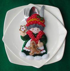 Bordados Oma - Porta Cubiertos Sra Noel Christmas And New Year, Christmas Holidays, Christmas Decorations, Xmas, Cutlery Holder, Softies, Margarita, Sewing Crafts, Panna Cotta