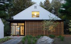 [Mid-century home in Massachusetts gets an updated look #facades #architecture #wood]
