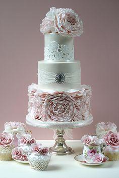 Romantic Designs from Leslea Matsis Cakes | Gent & Beauty