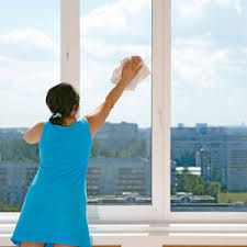Great Window Cleaning tip :: Use vertical strokes on one side of the glass and horizontal strokes on the other. If you see any streaks after cleaning, you'll know which side they're on by the direction of the streak. (From Country Living) Window Cleaning Tips, Speed Cleaning, Cleaning Hacks, Glass Cleaning, Cleaning Solutions, Streak Free Windows, Residential Cleaning, Perfect Glass, Window Cleaner
