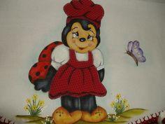 pano de prato joaninha feliz com pintura e patch aplique com bico de crochê