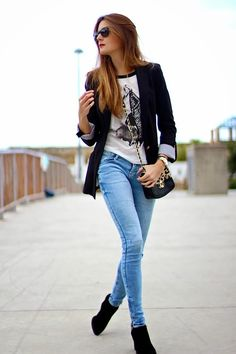 Classy outfit idea to copy ♥ For more inspiration join our group Amazing Things ♥ You might also like these related products: - Jeans ->. Blazer Jeans, Look Blazer, Denim Jeans, Skinny Jeans, Blazer Outfits Casual, Style Outfits, Fashion Outfits, Blue Blazer Outfit, Shirt Outfit