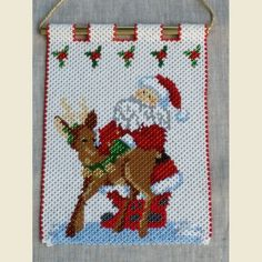 Beaded Banners, Beaded Crafts, Pony Beads, Homemade Crafts, Perler Beads, Beading Patterns, Doilies, Christmas Diy, 3 D