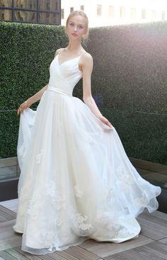 A Little Something White Bridal Couture | The Designer – Kelly Faetanini | @Grace_Ormonde @Wedding_Style